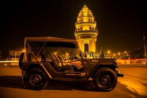 Jeep in front of independence monument